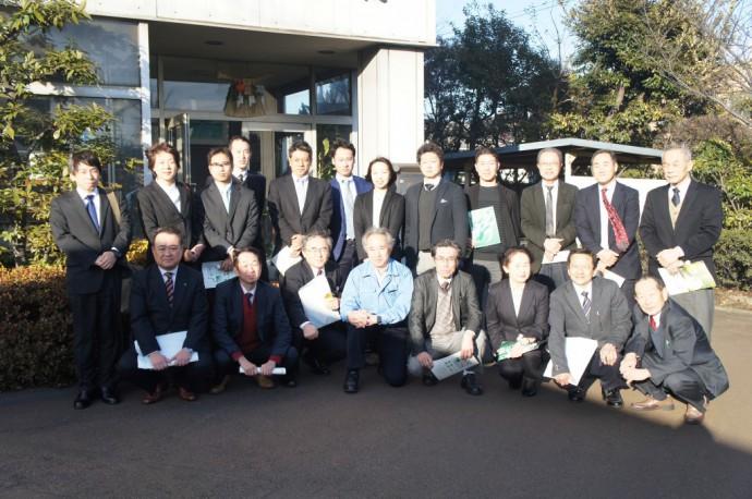 古久根社長と共に全員で記念撮影
